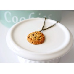 Cookie Necklace with chocolate chunks