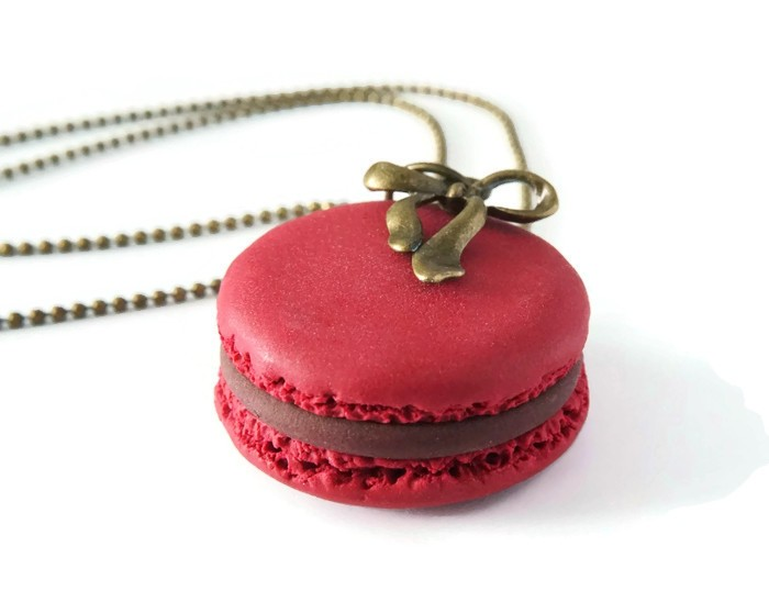 collier macaron rouge